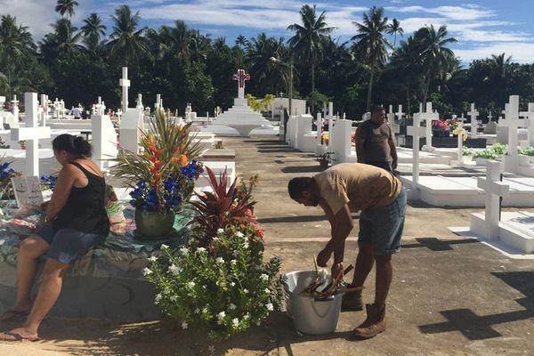 Des tombes repeintes et fleuries pour la Toussaint