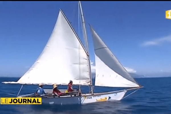 La pirogue traditionnelle prend la mer