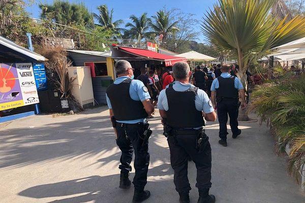Rassemblement chicha sur la plage de Boucan Canot