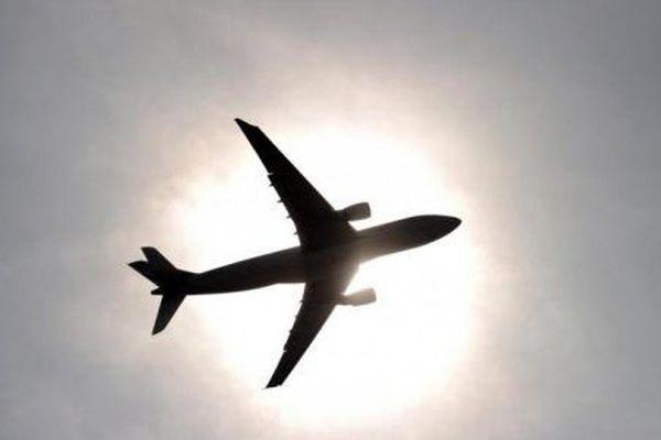 avion dans halo soleil