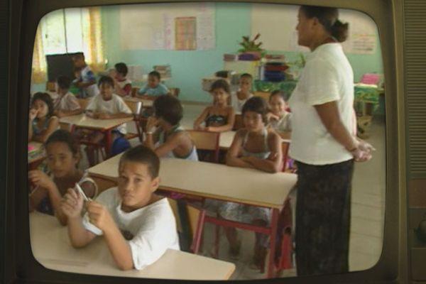 Rentrée scolaire à Huahine en 1998.