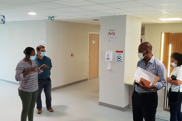 Serge Letsimi visits the crisis unit