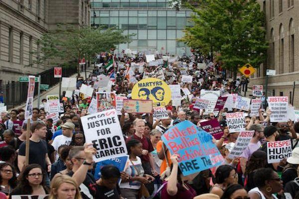 Manifestations à New York après la décision du grand jury de disculper Daniel Pantaleo, impliqué dans la mort d'Eric Garner