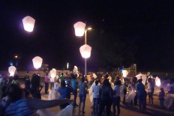 Un lâcher de lanternes