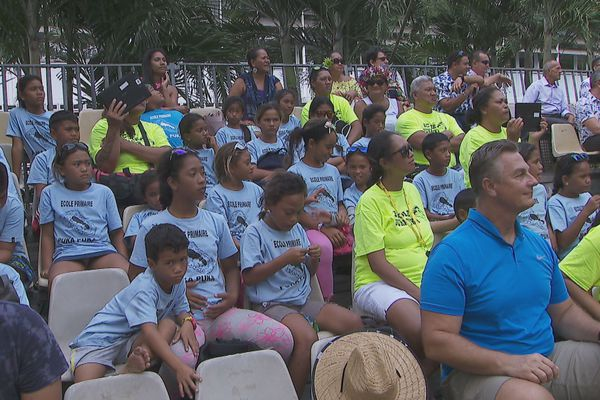 enfants puka puka à tahiti