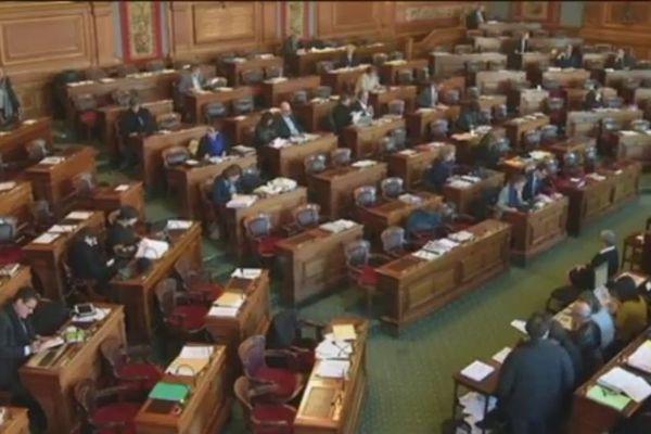 Conseil de Paris - décembre 2016 : vote d'une aide exceptionnelle à la croix rouge NC pour Houailou