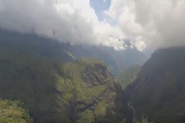 Intérieur de l'île sous les nuages
