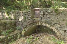 Le canal Desbassyns, construit au XIXe siècle, alimentaient des usines sucrières