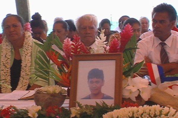 Maupiti : un derneir hommage au jeune Lo-Fu Loyat
