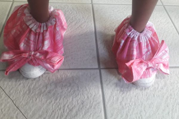 """""""Crazy Shoes Day"""" robes"""