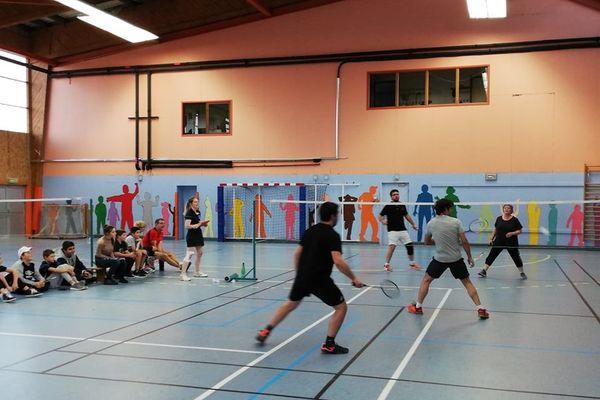 33 personnes étaient réunis pour un tournoi de badminton inter-îles.
