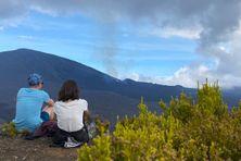 Premier jour d'éruption au Piton de la Fournaise, ce lundi 7 décembre.