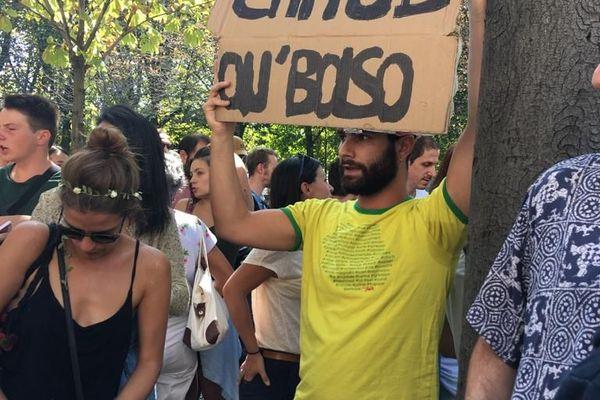 Feux en Amazonie : rassemblement à Paris à l'appel de Youth for Climate