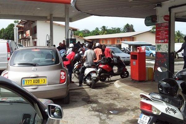 Attente aux pompes d'essence
