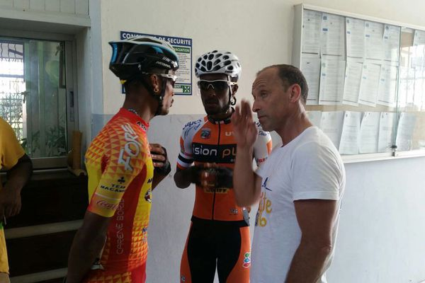 Discussion entre coureurs