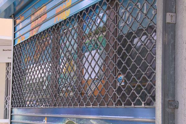 grille commerce fermée