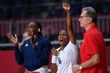 Coralie Lassource célèbre un but lors de France - Pays-bas en quart de finale du tournoi olympique.