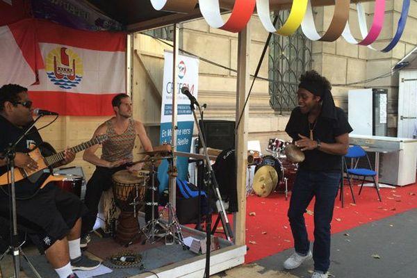 Le poète et chanteur kanak, Paul Wamo, à la rencontre du public parisien