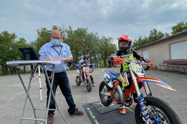 Enzo Hoarau, lors des championnats de France de Supermotard
