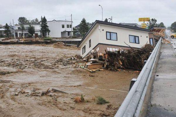 Japon : Typhon Lionrock
