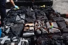 La drogue cachée dans des sacs de voyage