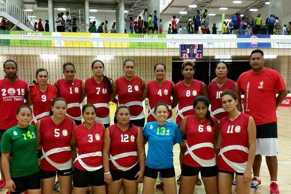 Volleyball : un succès contre Kiribati pour les hommes, une défaite face aux Samoa américaines pour les femmes ! #JeuxduPacifique #PNG2015