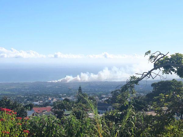 Incendie centre déchets Pierrefonds vue du Tampon