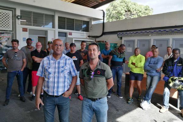Les pompiers manifestent devant le SDIS