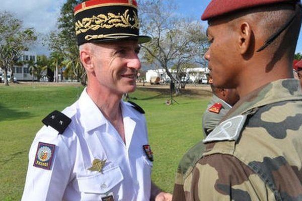 général Jean-François Hogard, commandant supérieur des FAZSOI