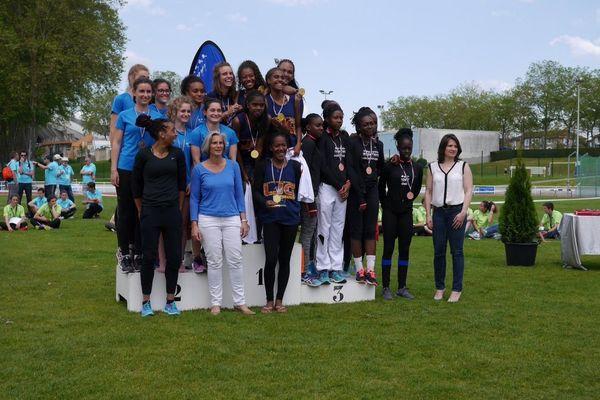 Le podium féminin des championnats de France UNSS d'athlétisme