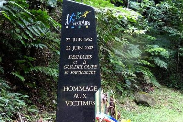 Les stèles du crash de Deshaies