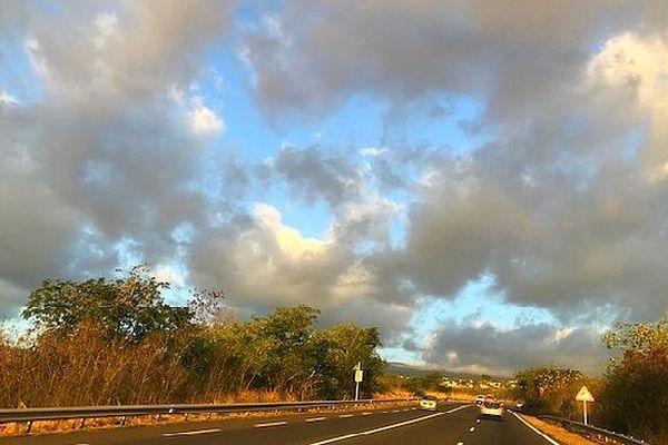 Ciel bleu et nuages 18 juillet