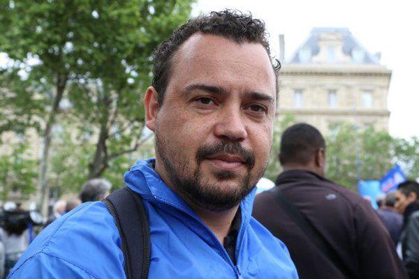 """A Paris, des policiers ultramarins manifestent contre la """"haine anti-flics"""""""
