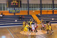 1/é finale femmes de la coupe de Martinique entre le Golden Star en jaune et l'Eclair de Rivière-Salée