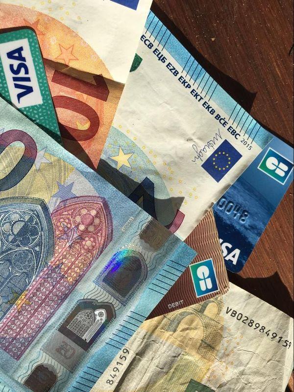 Les victimes donnent argent et carte bancaire sans aucune résistance