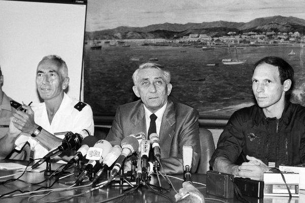 Conférence de presse donnée quelques heures après l'assaut d'Ouvéa