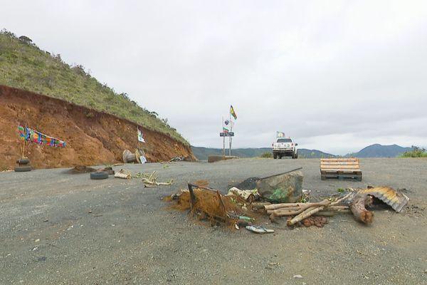 Point de mobilisation avec obstacles, sur la route de Yaté, au col de Mouirange, 16 janvier 2021