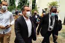 Didier Robert à son arrivée au tribunal de Champ-Fleuri à Saint-Denis.