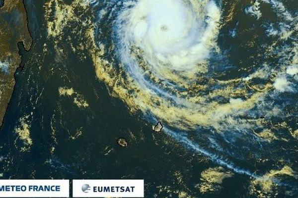 Cilida cyclone tropical intense 10h 211218
