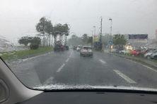 Pluie sur la route entre Lamentin et Fort-de-France.