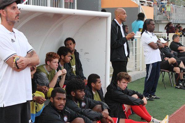 Cyril Nyipie est rentré en cours de jeu (assis, 2e en partant de la droite)