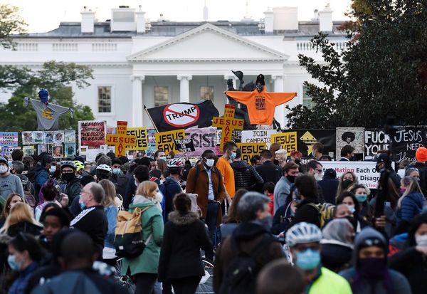 """militants du mouvement """"Black Lives Matter"""" devant la maison blanche"""