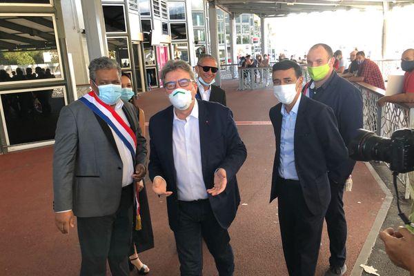 Arrivée Mélenchon accueilli par élus et militants
