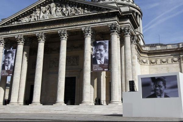 Photos de Césaire ornant le Panthéon en 2011