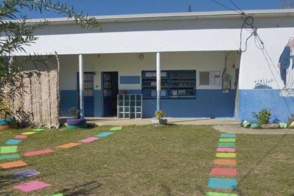 poindimié : école de la tribu d'Ometteux