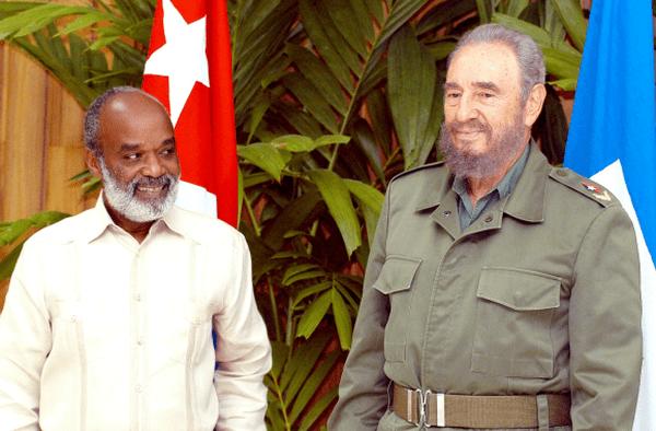 Avril 2006 : Fidel Castro aux côtés du président d'Haïti, René Préval.