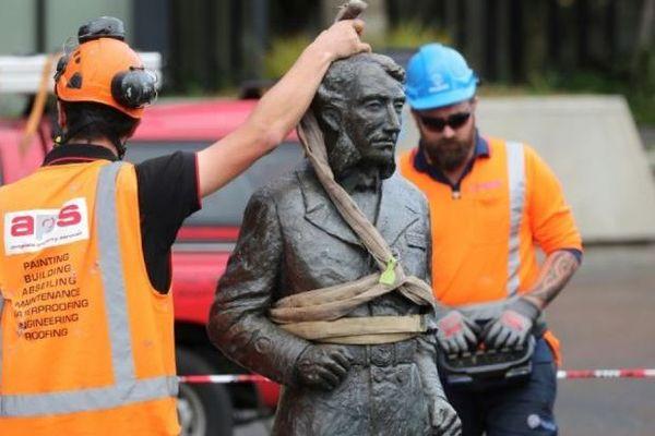 Nouvelle-zélande, une statue déboulonnée