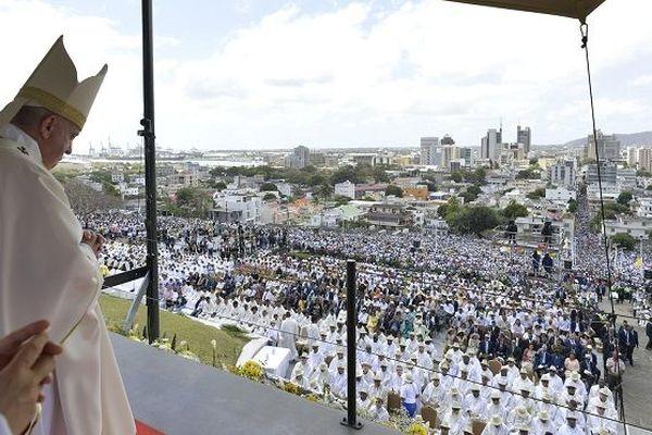 Le pape François lors de la messe du 9 septembre à l'Île Maurice.