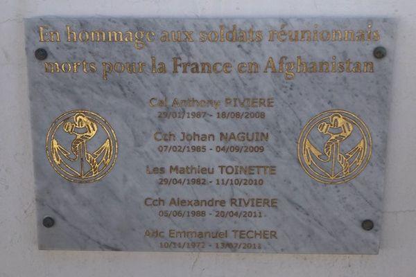 Les noms des cinq soldats réunionnais décédés en Afghanistan figurent sur une stèle à Saint-Denis.