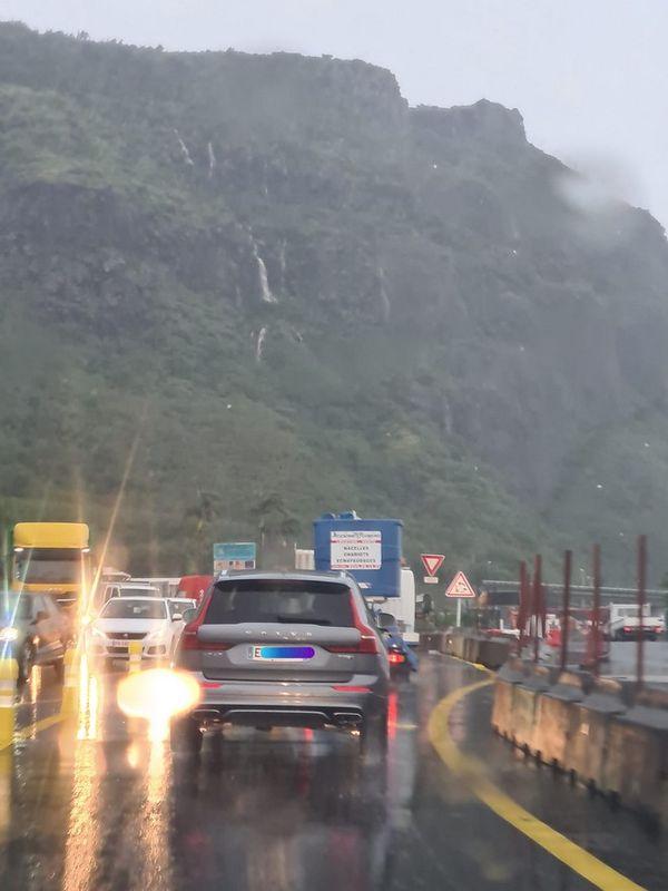 pluie cascade La Montagne route du littoral circulation Saint-Denis 300421